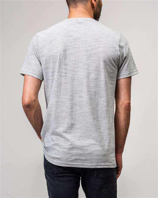 تی شرت مردانه یقه گرد نخی سفید مشکی راه راه Sora