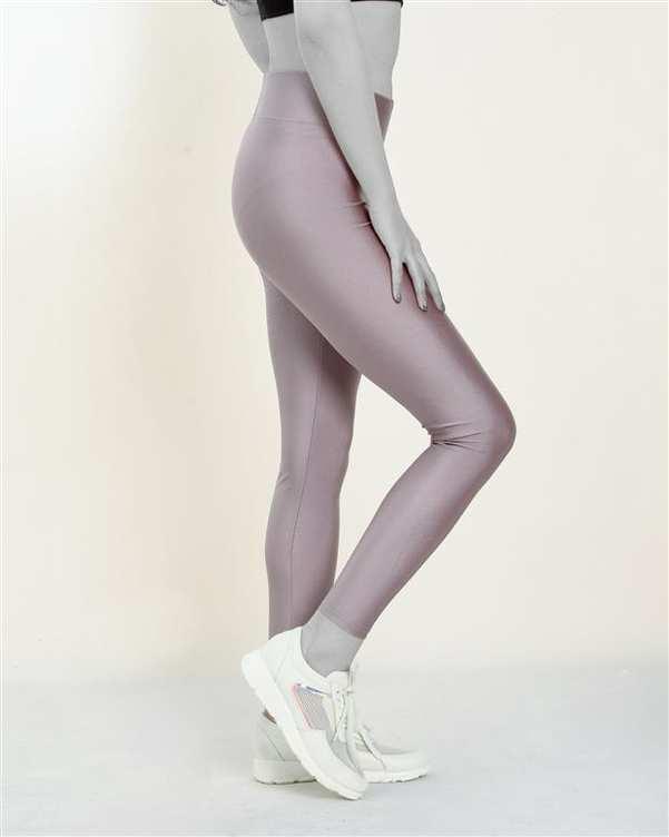 لگینگ زنانه ورزشی کمر پهن مدل 24035 پوست پیازی روشن براق آگی