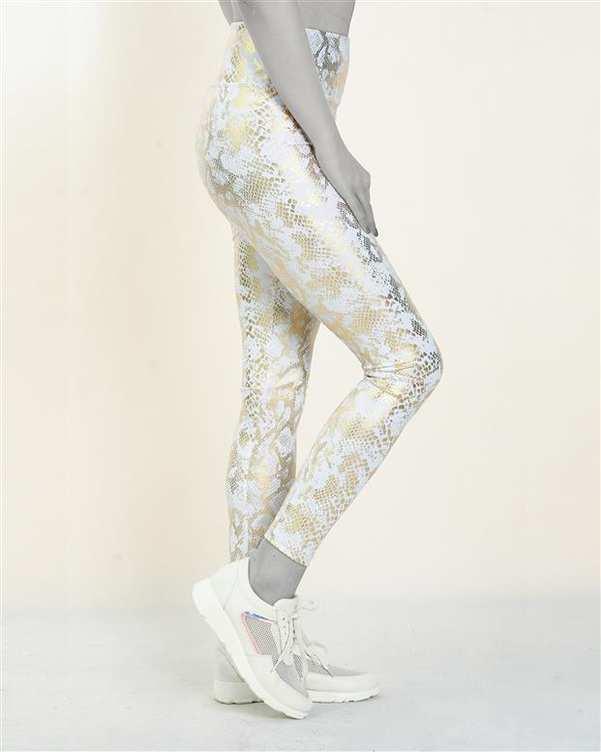 لگینگ زنانه ورزشی کمر پهن مدل 24617 سفید طلایی پوست ماری آگی